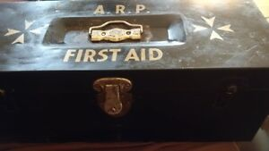 Kit premier soin 2e Guerre mondiale WWII ARP First Aid West Island Greater Montréal image 2