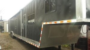 2006 Vintage 53ft with living quarters,race car trailer
