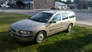 2001 Volvo V70 2.4 T Wagon valid E-Test London Ontario image 1
