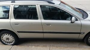2001 Volvo V70 2.4 T Wagon valid E-Test London Ontario image 7