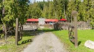 4 5373 Sunnybrae Canoe Point Road, Tappen - Rancher Style Home