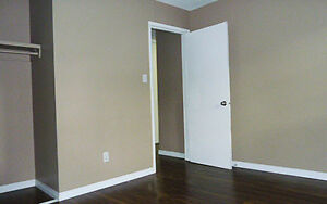 Newly Renovated Apartments Nearby Oliver square. FREE INTERNET O Edmonton Edmonton Area image 4