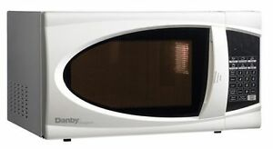 Danby 0.7 cubic ft microwave white
