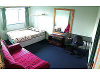 Double room to rent In Leeds *** PRICE INCLUDES ALL BILLS ** £76 Per Week