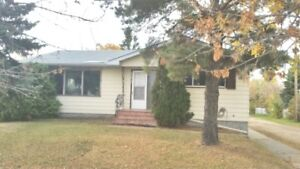 Lovely Renovated 3 Bedroom Home..in town of Lamont Pet Friendly