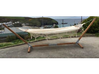 HAMMOCK WITH WOODEN FRAME