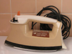 """Black & Decker"" Light'n Easy  Steam-Dry Iron"