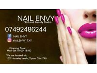Nail tech wanted. Salon experienced or trainee.