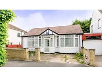 Superb Bungalow With Private Garden Moments From Streatham Common BR Station -SW16