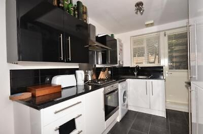 2 bed garden flat in sought after Clapham - will go quick!!