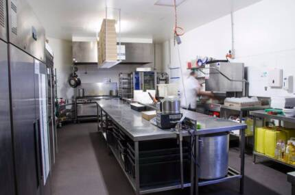 ***COMMERCIAL KITCHEN** DAILY RENTAL! **LEAVE STUFF ONSITE!!