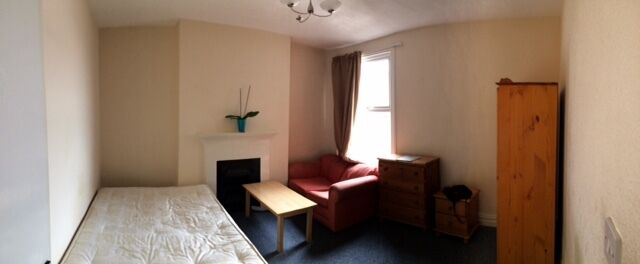Beautiful large double bedroom in Acton Highstreet PLEASE DONT MISS OUT