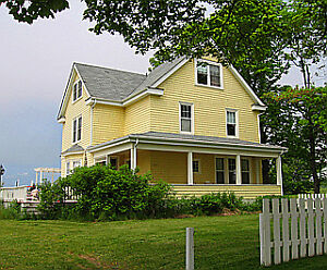 Beautifully Restored Country Farmhouse with Guest House
