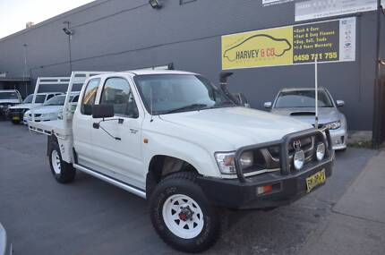 2001 TOYOTA HILUX 4x4 DIESEL SPACE-CAB WITH STEEL TRAY