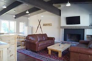 Amazing 6 Bed Blue Mountain Chalet with Hot Tub - Sleeps 16