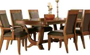 Barstow Ashley dining table. Excellent condition