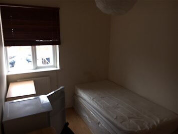 Great Value double room. PVT L/L SAVE £££ & COME DIRECT, ALL INCLUSIVE! Near Shops & Transport