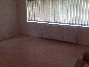 Good value one bedroom flat on first floor of modern development. BEDFORD. PVT L/L.Save £££.