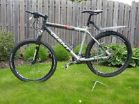 Mens Large Mountain Bike - Giant 850 XTC - Down Hill Mountain Bike Racer