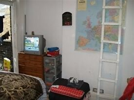 Good value bedsit on 1st floor of period development. KILBURN. PVT L/L so save £££ and come direct.