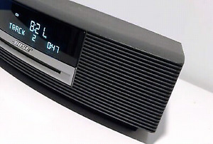BOSE WAVE MUSIC SYSTEM CD ALARM CLOCK connects APPLE Devices