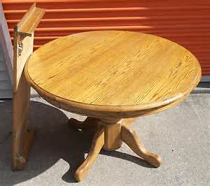 SOLID OAK DINING TABLE *PRICE REDUCED*