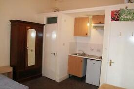 Studio Room close to local amenities and transport