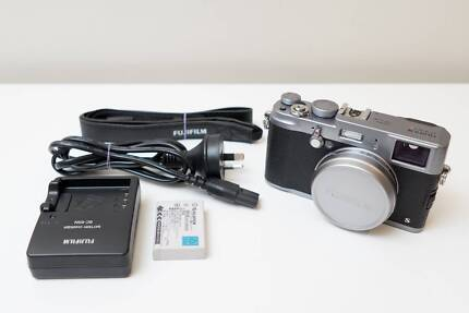 Fujifilm Fuji X100s x100 s Camera ~Great Cond Low shutter count