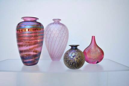 TALLEST Robert Wynne SIGNED Art Glass. Iridescent Terrain. 24cm