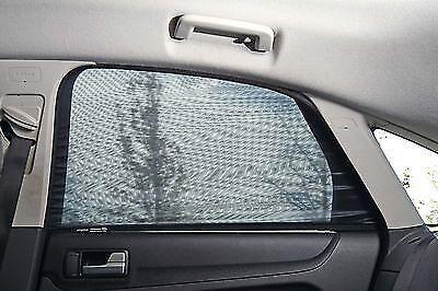 Fensterrollos sorgen für eine angenehme Kühle im Auto