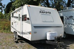 21 FOOT DAKOTA TRAVEL TRAILER