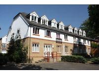 2 bedroom flat in Alexandra Gardens, Knaphill, Woking, GU21
