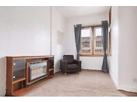 Delightful, 1 bedroom, 3rd floor flat with flexible furnishings available November!