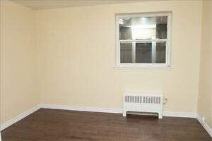 Ridout and Horton: 59 Ridout Street, Jr 1BR London Ontario image 4