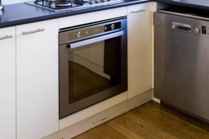 Whirlpool Oven - Pyrolitic / Mulit Function / Quality Brand