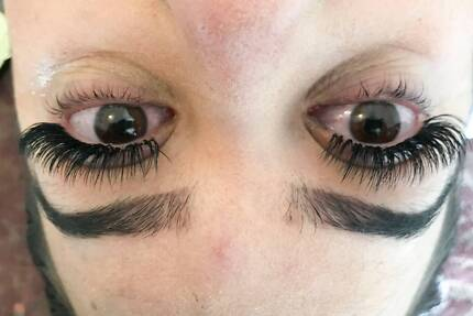 Long lasting and affordable eyelash extensions. Check special!