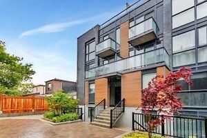 Show Stopper Corner Townhome Junction 2 Balconies 1100+ sq. ft.