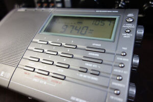 Eton E10 AM/FM Shortwave Radio - comes with box