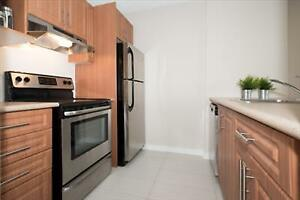 Av Victoria Ave and Woodstock: 222 Woodstock, Bachelor / Studio