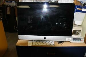 Imac apple avec clavier et souris dans fil apple
