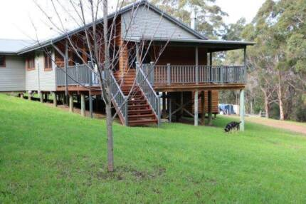 MODERN HOME, QUIET LOCATION, JUST MINUTES TO TOWN & BEACHES