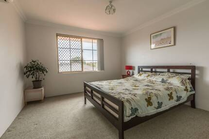 Clean and tidy, light an airy close to the beach.