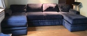 U-Shaped La-Z-Boy Couch with Pull-Out Double Bed
