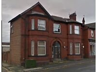 Double bedroom in large house share to Let in Middleton centre