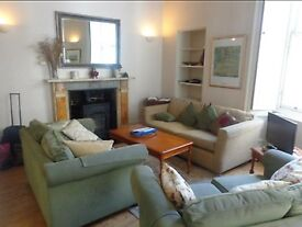 WEST BOW - Two Bed Festival Flat in a Brilliant Old Town Location