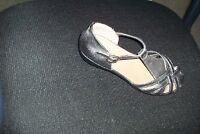 womens 7W Tradition silver sandals shoes EUC