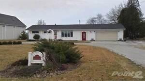 Homes for Sale in Enniskillen, Petrolia, Ontario $200,000