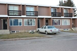 Pets OK! 2 BDRM Home in Picture Butte (close to Lethbridge)