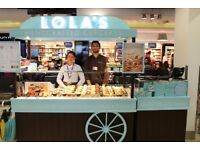 (London City Airport) LOLAS CUPCAKES - FULL-TIME STAFF- EXCELLENT TRAINING