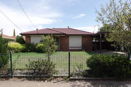 3 BR house for rent in Werribee